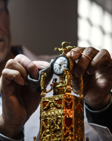 奢侈品修复中国 卡地亚联合故宫修复钟表