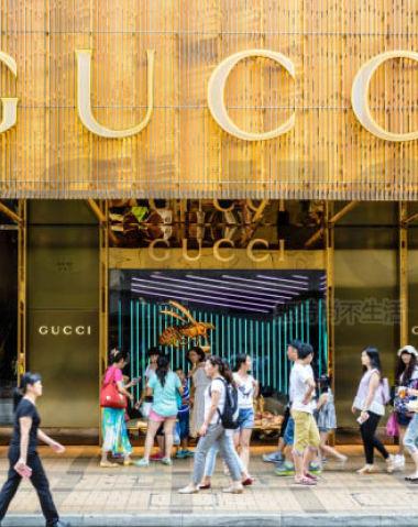 Gucci古驰一季度可比销售猛增48% Kering开云集团收入胜预期 股价攀升11% 中国电商今年上线