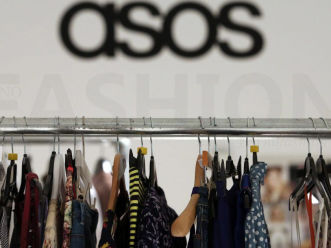 ASOS英国假日季销售免疫于低迷消费情绪 CEO称本土增长放缓无可避免