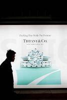 香港10月零售业增长轻微加速 硬奢发出奢侈品行业衰退信号