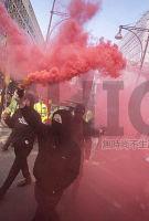 阶级斗争永不眠:Topshop老板再遭抗议 引伦敦市中心冲突