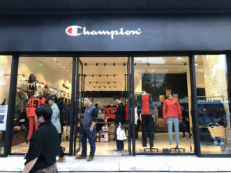 Champion销售大涨成最火潮牌
