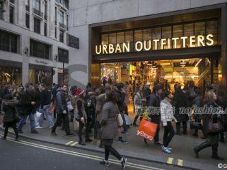 税改致Urban Outfitters四季度盈利腰斩 1月以来实体同店销售转正 为5年来首次