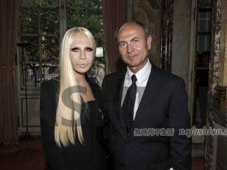 突然换帅或推迟IPO Versace范思哲功勋首席执行官Gian Giacomo Ferraris离开 McQueen前CEO接任