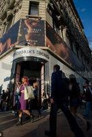 Victoria's Secret 维多利亚的秘密销售继续探底 母企L Brands 6月同店销售下跌9%逊预期 股价重挫13%
