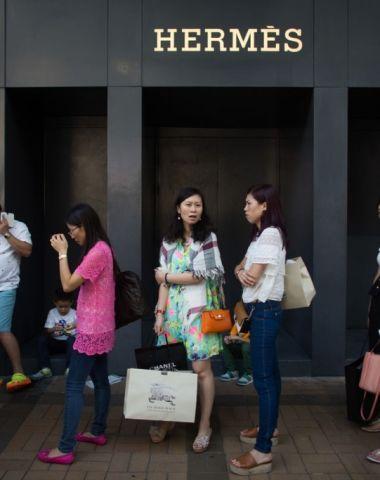 仍靠中国人 Hermès爱马仕全年净赚14亿欧元 将全球涨价3%