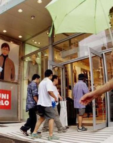 Uniqlo优衣库海外业务擦亮母企Fast Retailing迅销san'ji'du业绩 对日本末季盈利作出预警