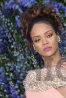 传:Rihanna蕾哈娜与LVMH路威酩轩联合创办同名奢侈时尚品牌