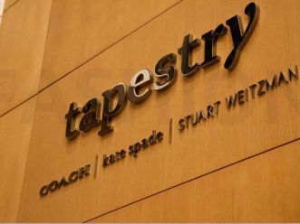 Tapestry反告并炒掉起诉Stuart Weitzman前创意总监及集团性骚扰的高管